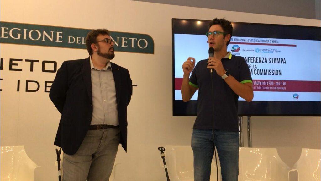 Al Lido di Venezia, nel prestigioso hotel excelsior, a settembre 2019 viene proiettata la presentazione del documentario che l'agenzia C22 sta girando sulla vita di Bernardo. Qui il protagonista descrive il suo rapporto con la telecamera