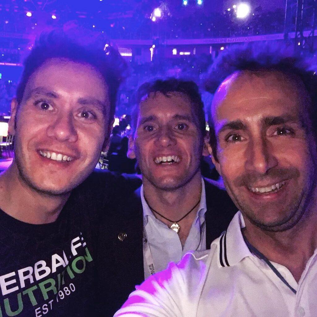 Bernardo subito dopo l'intervento assieme ai suoi amici Igor cassina, medaglia d'oro olimpica, e mike maric, campione del mondo di apnea