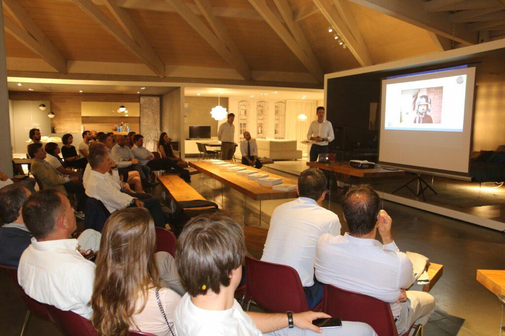 Bernardo si racconta alla Lago Spa mostrando le foto che descrivono la sua storia