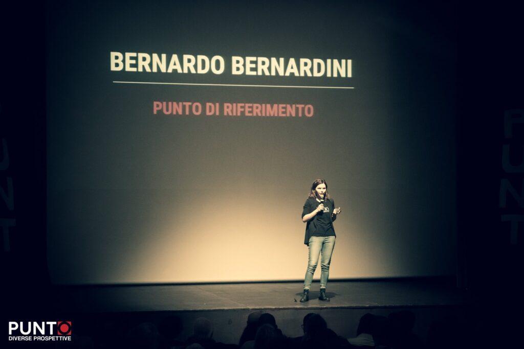Greta Gruarin presenta l'intervento di Bernardo bernardini a Punto diverse prospettive