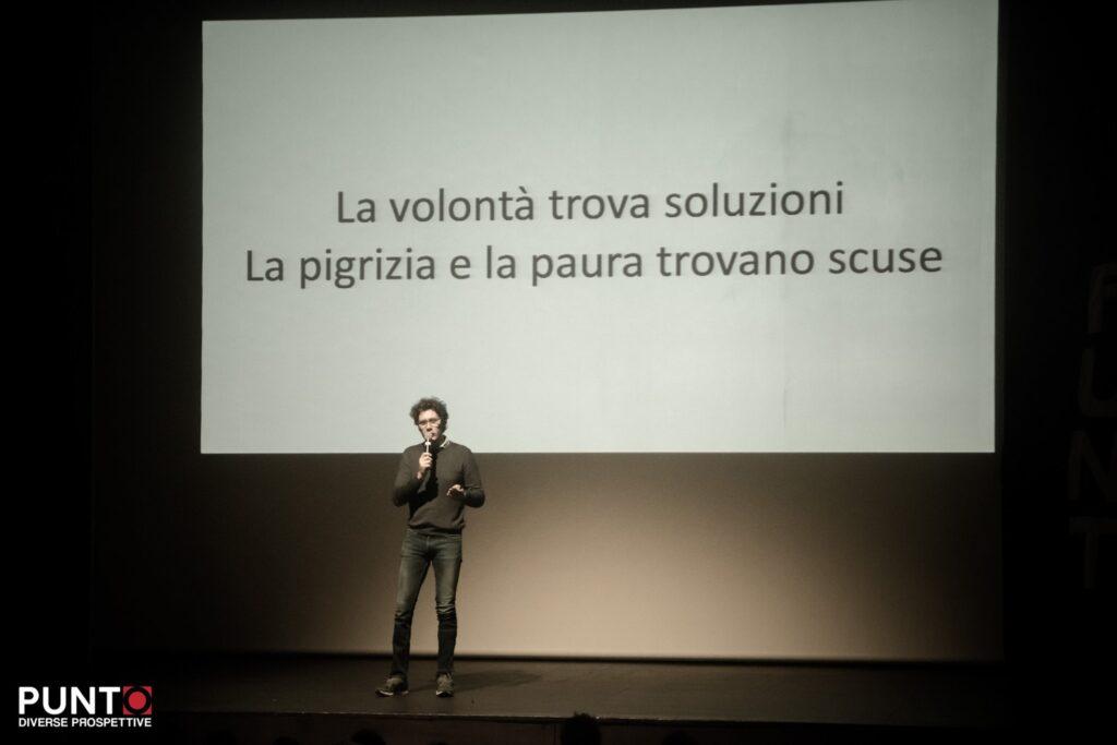 Bernardo racconta come la volontà trovi soluzione mentre la pigrizia e la paura trovino scuse, sul palco di Punto diverse prospettive