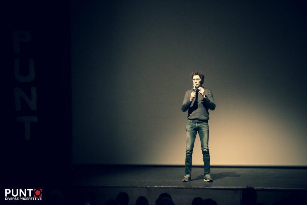 Bernardo Bernardini si presenta sul palco di Punto diverse prospettive