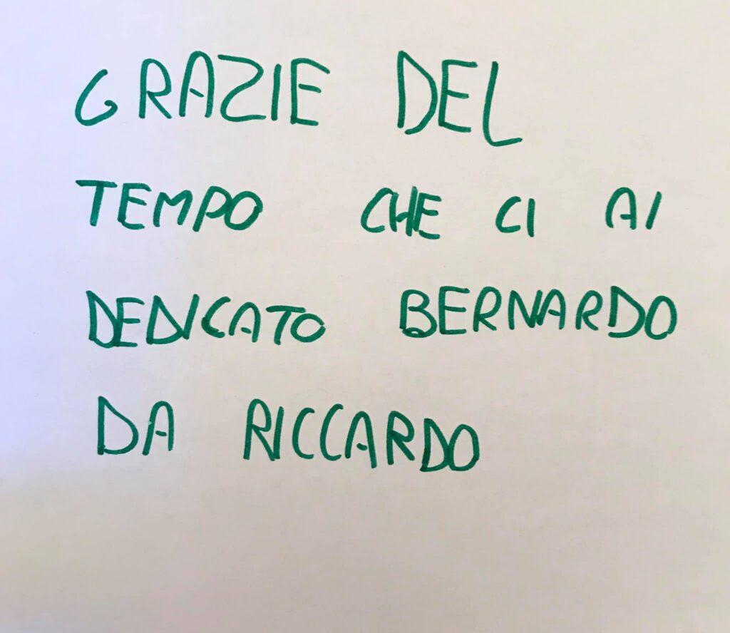Un bambino delle elementari scrive un biglietto a Bernardo per ringraziarlo del tempo che gli ha dedicato andando a raccontare la sua storia