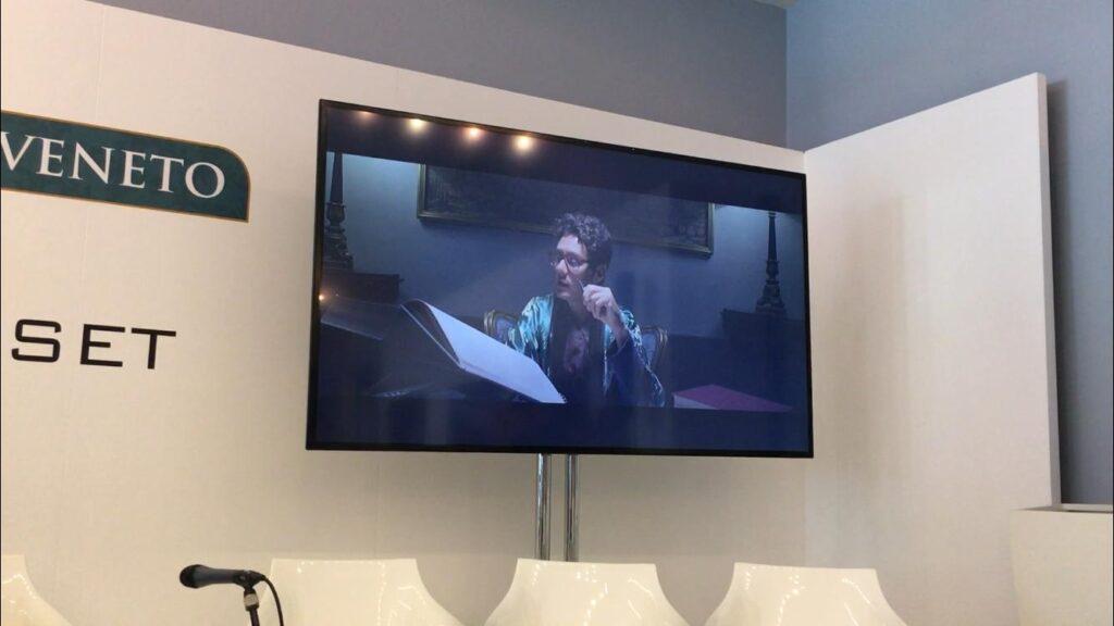 proiezione del video di presentazione del documentario durante la Mostra del Cinema di Venezia